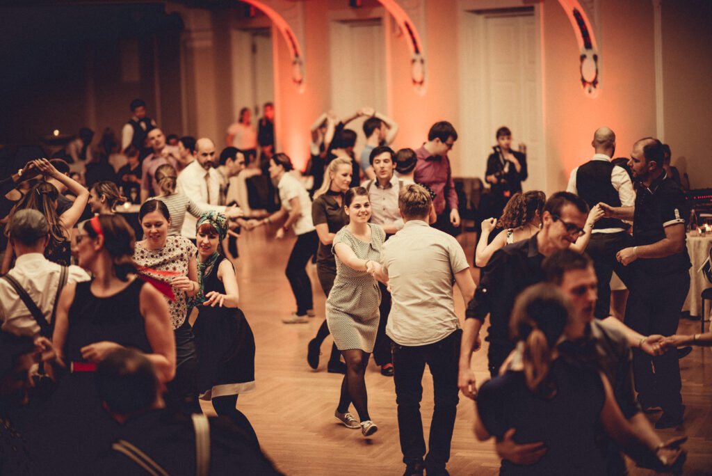 Swing plesni tečaj pri Vintage Swing društvu